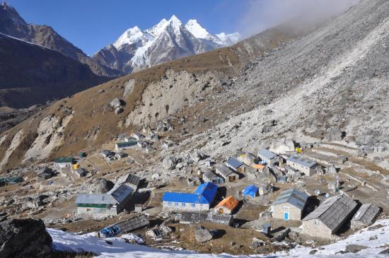 Le village de Khare, camp de base technologique de la région du Mera peak