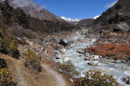 La haute vallée de la Sambuwa khola