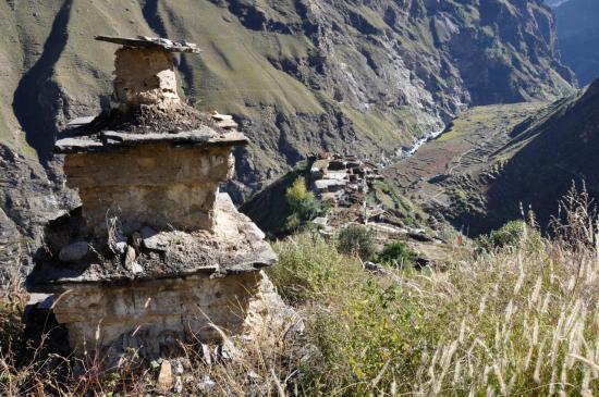 le village de Tarakot comme on le voit depuis la vieille gompa