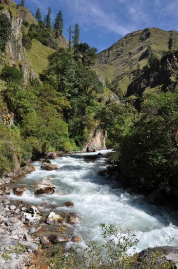 Traversée de la Pani Dal khola à Tatopani