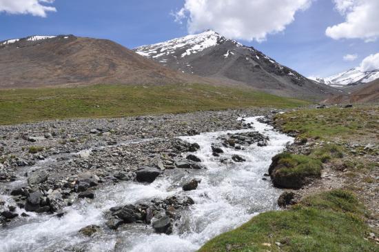 Les alpages du Phuktal La BC (à D le sommet du Cha, au centre le vallon issu du col)