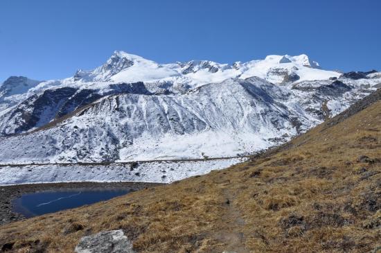 Au niveau du lac de l'oeuf, on dit au revoir au massif du Mera peak...