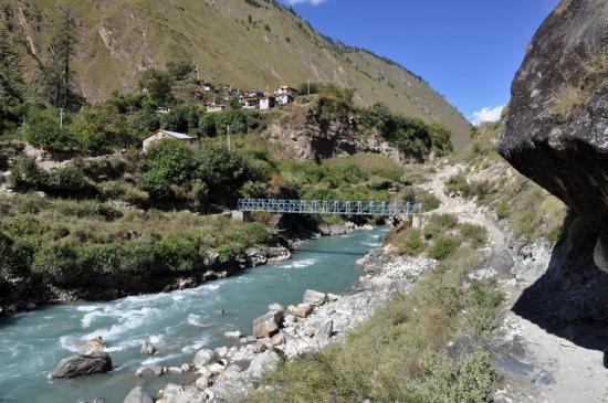 Dans la vallée de la Thuli Bheri khola, on passe RG pour rejoindre Tarakot