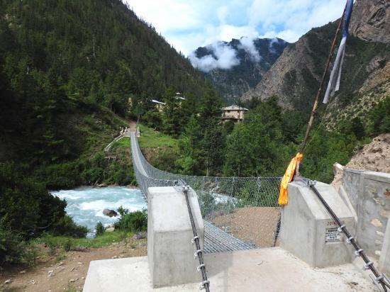 Le nouveau pont de Chunuwar (financé par l'association des Gurkhas)