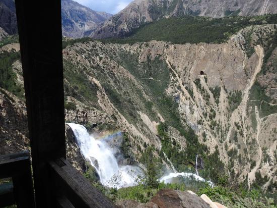 A l'approche de Rigmo (cascade de la Phoksumdo khola)