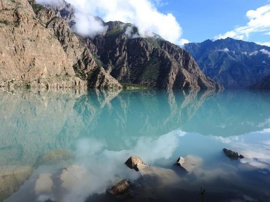 Moments de sérénité au lac Phoksumdo