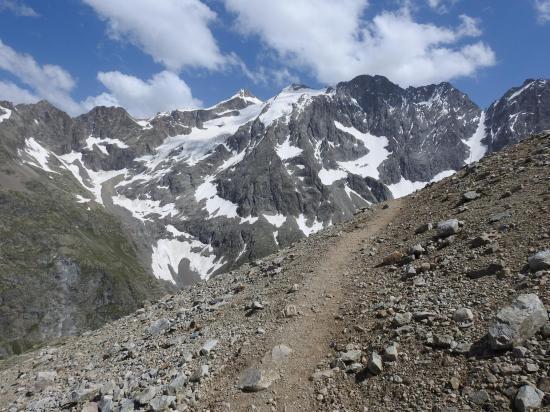 Lors de la montée à Adèle, vue sur les pics qui séparent le Glacier Blanc de celui de la Plate des Agneaux