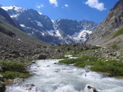 Le glacier de Tombe-Murée vu depuis les sources de la Romanche