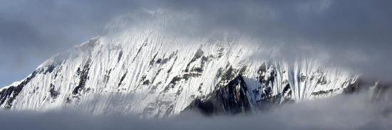 Un camp plus loin et plus haut, revoici la crête du Kanjiroba (vision tout aussi fugitive...)