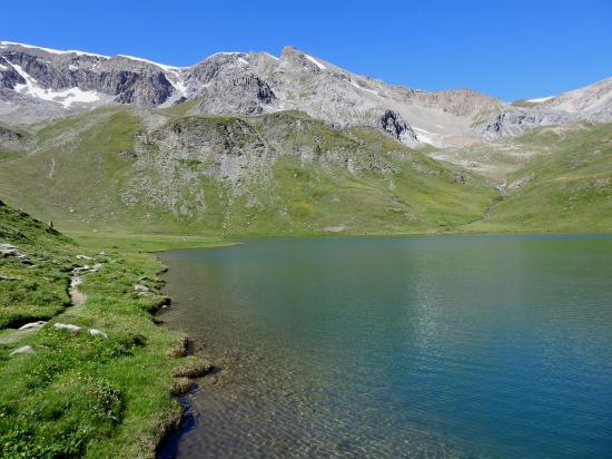 Le lac des Cordes avec en arrière-plan la cime de Prafauchier