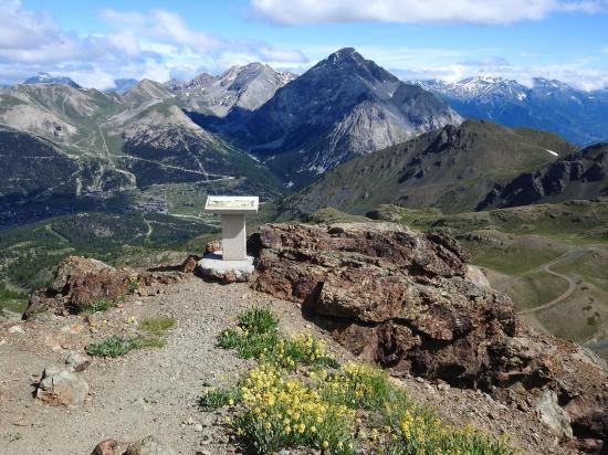 Au sommet du Chenaillet (vues sur Montgenèvre et le Mont Chaberton)