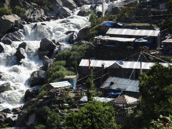 La turbulence Langtang khola au niveau de Bamboo lodge