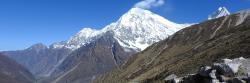 Le Langtang Lirun vu depuis le chemin de ronde de la haute vallée