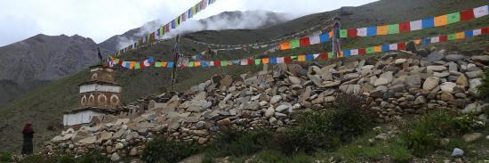 Mur de manis à proximité de la gompa de Dho Tarap