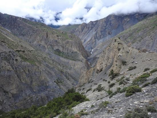 Vue en enfilade de la vallée de la Kyalungpa khola