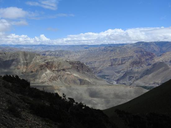 Depuis la bifurcation vers Kagbeni, enfilade de la vallée de la Kali Gandaki vers le N
