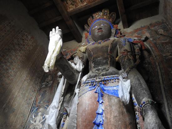 L'un des deux Bouddhas levés de Man Gyu