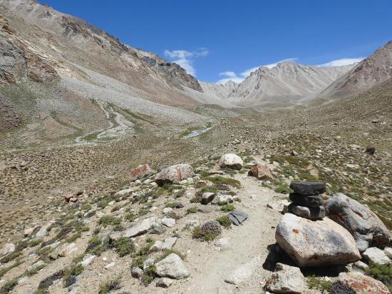 A l'approche de Chutangma dans la haute vallée de la Phacha togpo
