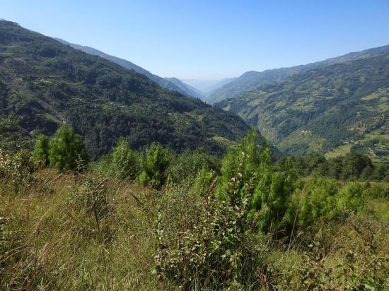 La vallée de la LIkhu khola lors de la montée vers Namkheli