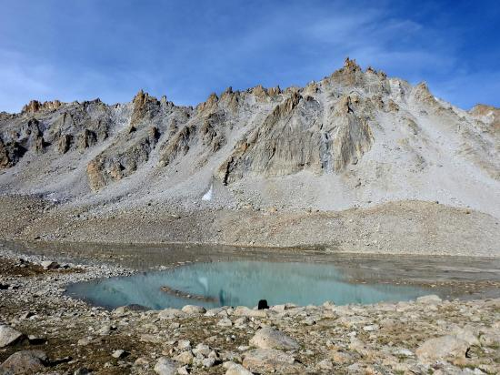 Le lac turquoise juste au-dessus de Dakstang yogma