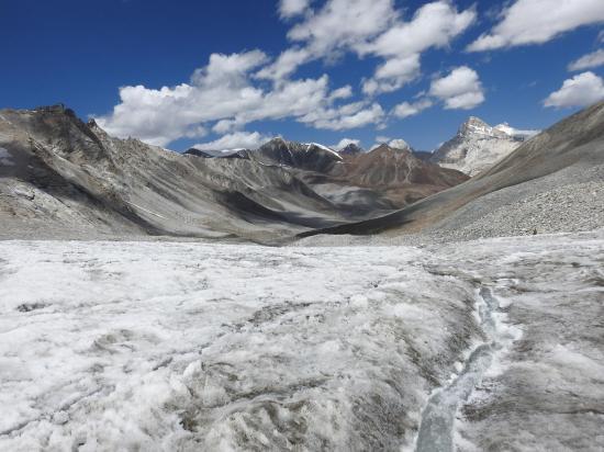 Depuis le milieu du glacier N s'ouvre la vallée de la Spangmarmo togpo