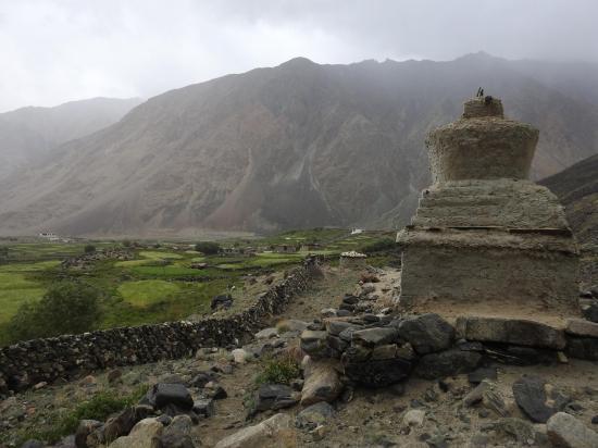 Arrivée à Largyap gongma sous une pluie battante...