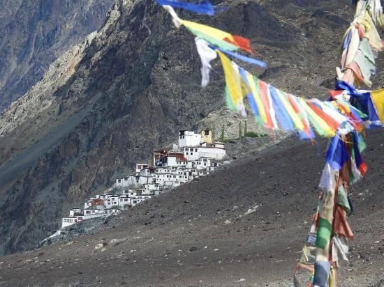 Le monastère de Diskit vu depuis le bazar