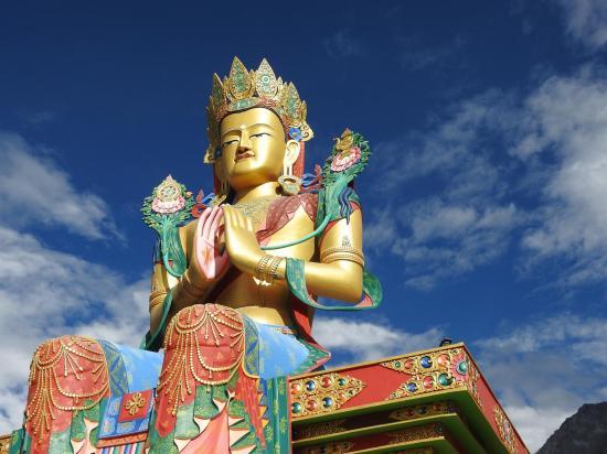 Le monumental Bouddha du Futur de Diskit