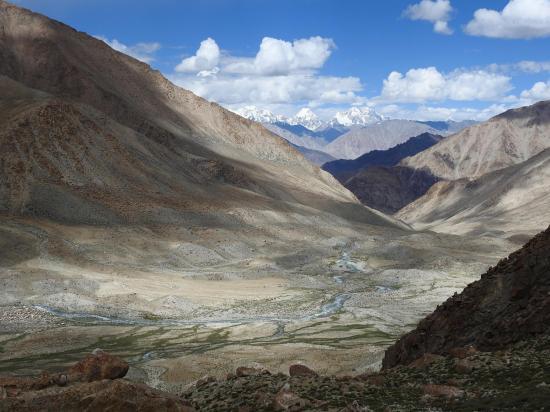 Lors de la descente du Dawa peak ABC, vue en enfilade de la vallée de la Phalzomphu togpo
