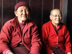 Amicale rencontre avec des nonnes résidentes