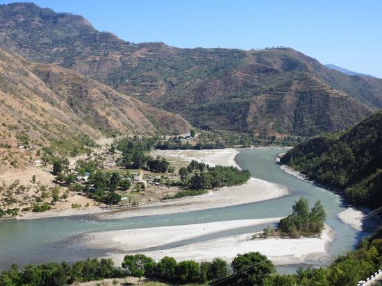 On quitte la vallée de la Sun kosi pour monter vers le col de Sindhuli