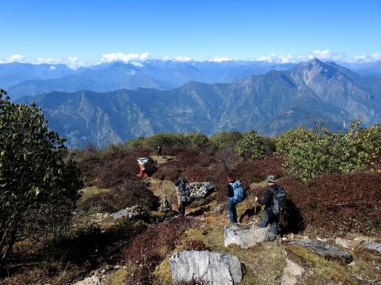 Début de descente tranquille face au Chamlang et au Makalu. Mais ça ne va pas durer...