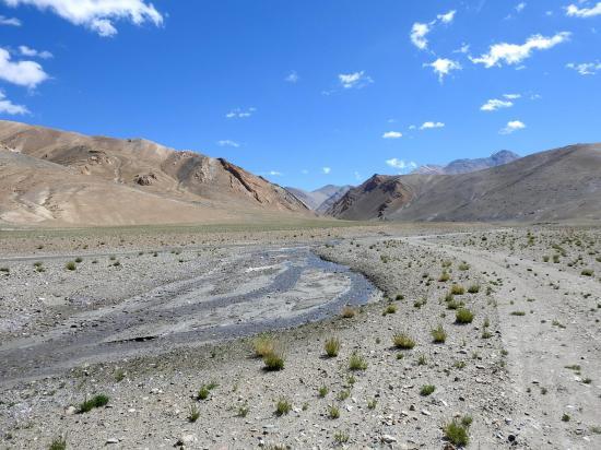 Au mitan de la descente de la vallée des kiangs