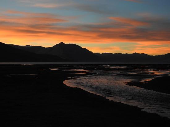 Coucher de soleil sur le lac du Tsomo Riri