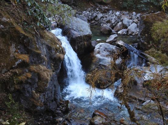 Les cascades de la Dhungge khola