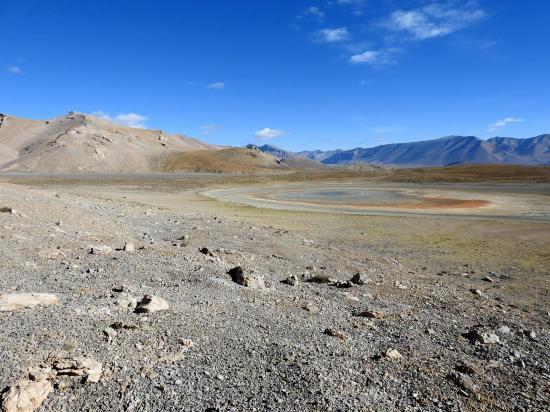 Sur le plateau morainique du lac Kum Tso, à sec...