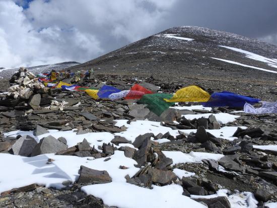 Franchissement du barma La à 5760m et vision du sommet à 6000