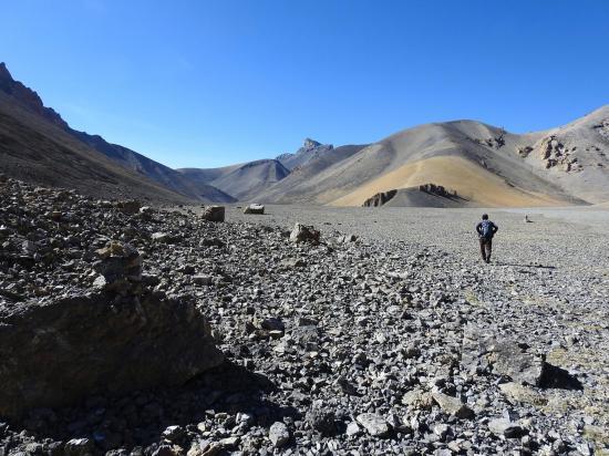 En direction de la base du Langpo La (c'est le vallon de droite)