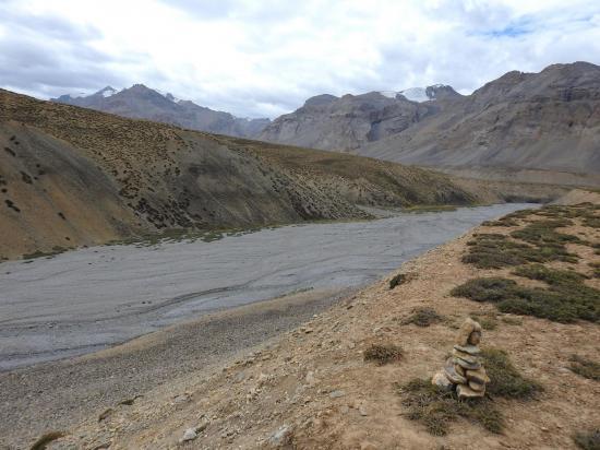 Le cairn que l'on avait posé en 2014 pour signaler la descente vers le canyon de la Langpo La chu est toujours vaillant !