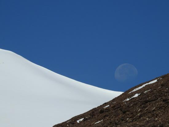 La Lune indique la direction du Lanyar La (enfin pas toujours...)