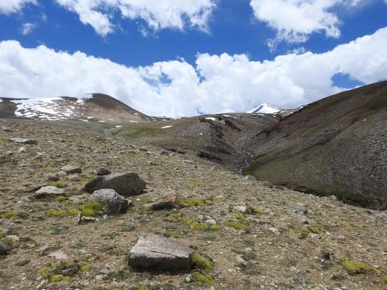 Dès l'entrée dans le vallon, le Tsomo Riri view peak se présente au regard...