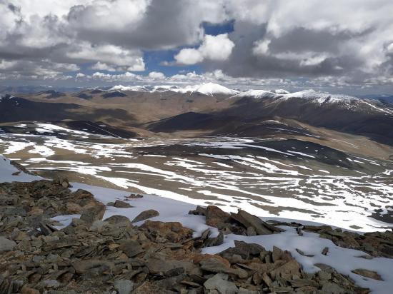 Du sommet du Tsomo Riri view peak on domine le plateau (photo Rinchen Norbu)