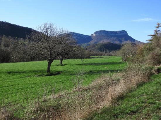 Roche-Colombe vue depuis le hameau de Hugon