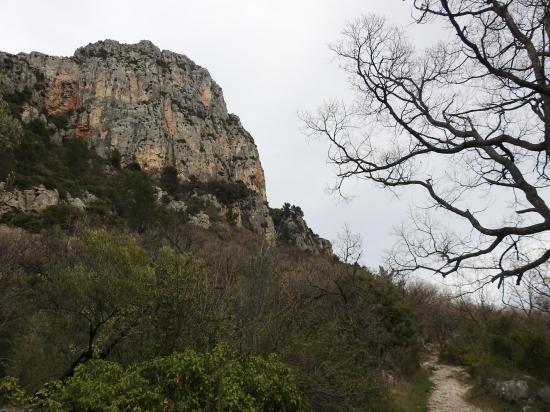 Vue de la face W du Baou de Saint-Jeannet sur le chemin du retour