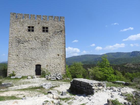 Le donjon du château de Barcelonne