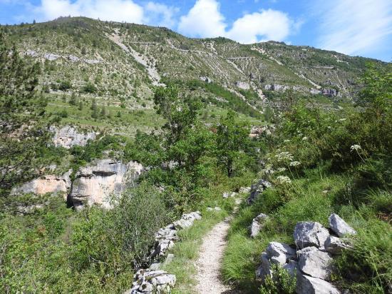 Sur le chemin-balcon entre Saint Chély du Tarn et Sainte-Enimie