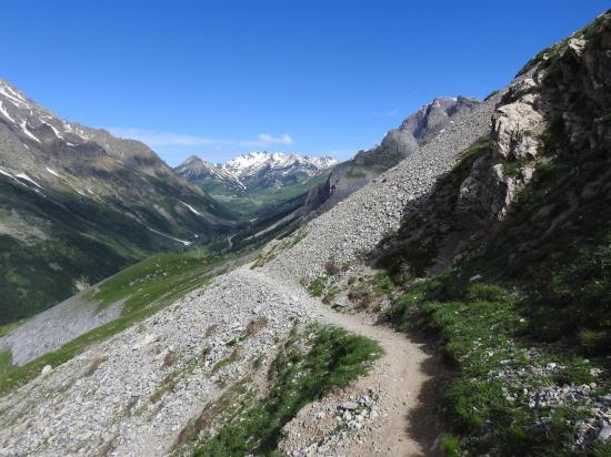 La vallée de la Guisane vue depuis le sentier de montée