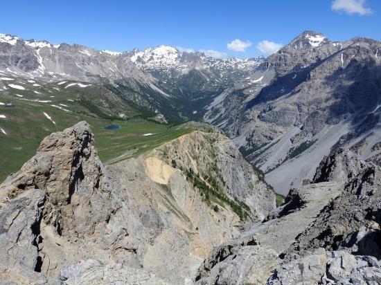 Au sommet de l'Aiguille Rouge (vue plongeante sur la Vallée Etroite)
