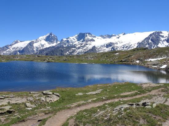 Le lac Noir, l'autre miroir du massif de la Meije