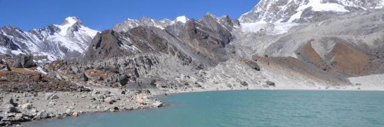 Le lac sacré de Dudh kund au pied du Numbur